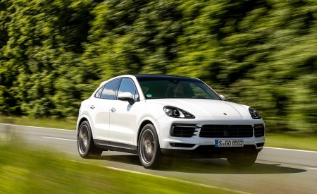2020 Porsche Cayenne Coupé (Color: Carrara White Metallic) Front Three-Quarter Wallpapers 450x275 (132)