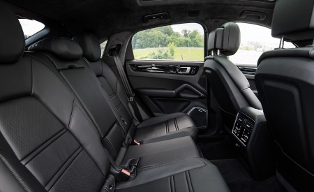 2020 Porsche Cayenne Coupé (Color: Carrara White Metallic) Interior Rear Seats Wallpapers 450x275 (166)