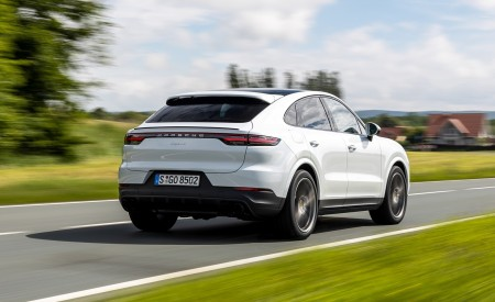 2020 Porsche Cayenne Coupé (Color: Carrara White Metallic) Rear Three-Quarter Wallpapers 450x275 (136)