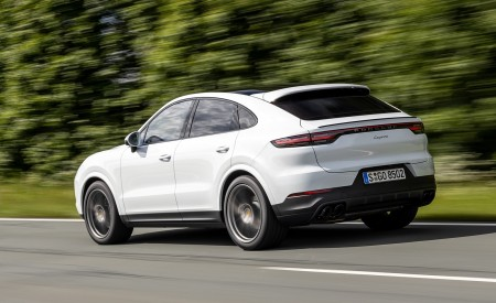 2020 Porsche Cayenne Coupé (Color: Carrara White Metallic) Rear Three-Quarter Wallpapers 450x275 (138)