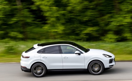 2020 Porsche Cayenne Coupé (Color: Carrara White Metallic) Side Wallpapers 450x275 (144)
