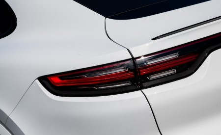 2020 Porsche Cayenne Coupé (Color: Carrara White Metallic) Tail Light Wallpapers 450x275 (158)