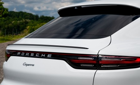 2020 Porsche Cayenne Coupé (Color: Carrara White Metallic) Tail Light Wallpapers 450x275 (157)