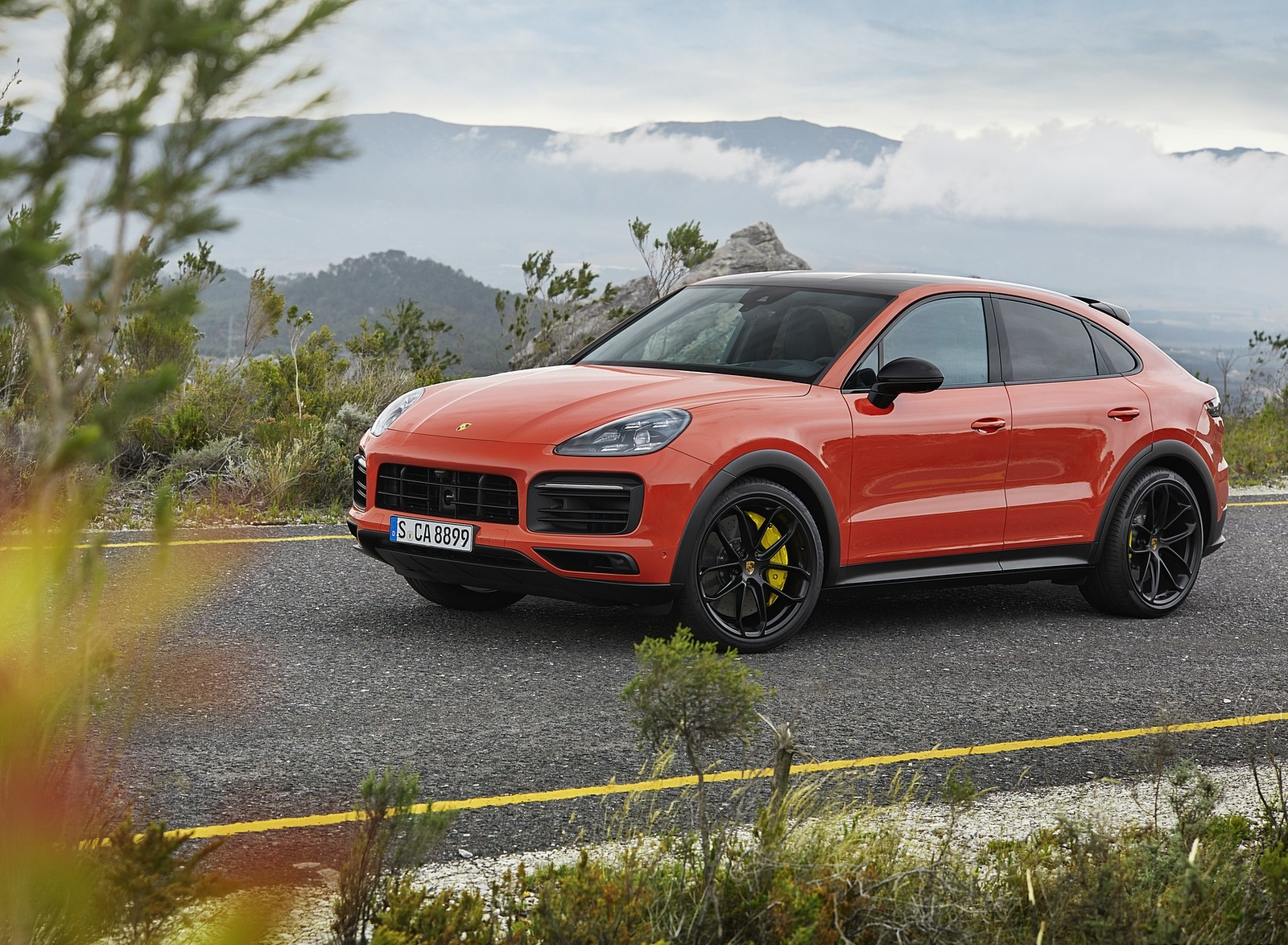 2020 Porsche Cayenne Coupe Front Three-Quarter Wallpaper (8)