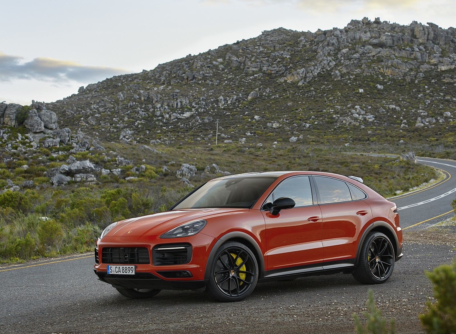 2020 Porsche Cayenne Coupe Front Three-Quarter Wallpaper (9)
