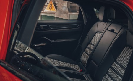 2020 Porsche Cayenne Coupe Interior Rear Seats Wallpapers 450x275 (209)