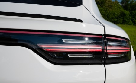 2020 Porsche Cayenne S Coupé (Color: Crayon) Tail Light Wallpapers 450x275 (53)