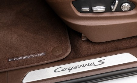 2020 Porsche Cayenne S Coupé (Color: Dolomite Silver Metallic) Door Sill Wallpapers 450x275 (120)