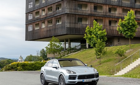 2020 Porsche Cayenne S Coupé (Color: Dolomite Silver Metallic) Front Three-Quarter Wallpapers 450x275 (101)