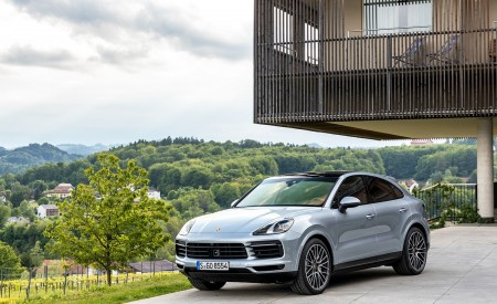2020 Porsche Cayenne S Coupé (Color: Dolomite Silver Metallic) Front Three-Quarter Wallpapers 450x275 (103)