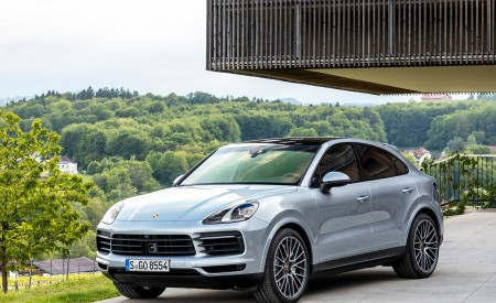 2020 Porsche Cayenne S Coupé (Color: Dolomite Silver Metallic) Front Three-Quarter Wallpapers 450x275 (104)