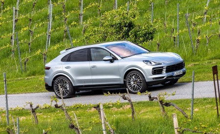 2020 Porsche Cayenne S Coupé (Color: Dolomite Silver Metallic) Front Three-Quarter Wallpapers 450x275 (88)