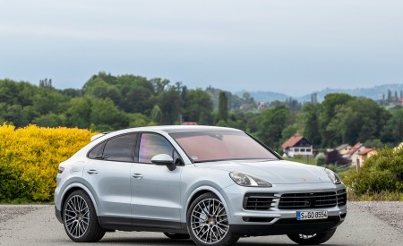 2020 Porsche Cayenne S Coupé (Color: Dolomite Silver Metallic) Front Three-Quarter Wallpapers 450x275 (105)