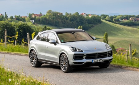 2020 Porsche Cayenne S Coupé (Color: Dolomite Silver Metallic) Front Three-Quarter Wallpapers 450x275 (89)