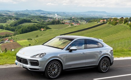 2020 Porsche Cayenne S Coupé (Color: Dolomite Silver Metallic) Front Three-Quarter Wallpapers 450x275 (90)