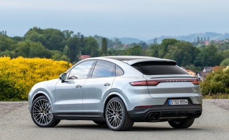 2020 Porsche Cayenne S Coupé (Color: Dolomite Silver Metallic) Rear Three-Quarter Wallpapers 450x275 (109)