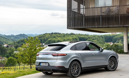 2020 Porsche Cayenne S Coupé (Color: Dolomite Silver Metallic) Rear Three-Quarter Wallpapers 450x275 (110)
