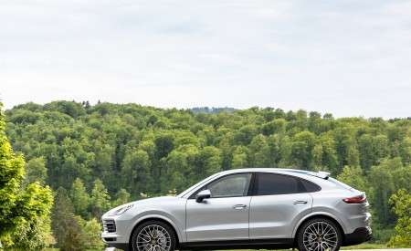 2020 Porsche Cayenne S Coupé (Color: Dolomite Silver Metallic) Side Wallpapers 450x275 (112)
