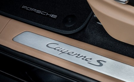 2020 Porsche Cayenne S Coupé (Color: Moonlight Blue Metallic) Door Sill Wallpapers 450x275 (70)