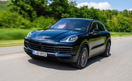 2020 Porsche Cayenne S Coupé (Color: Moonlight Blue Metallic) Front Three-Quarter Wallpapers 450x275 (63)
