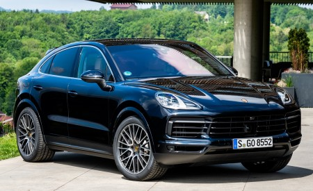 2020 Porsche Cayenne S Coupé (Color: Moonlight Blue Metallic) Front Three-Quarter Wallpapers 450x275 (64)