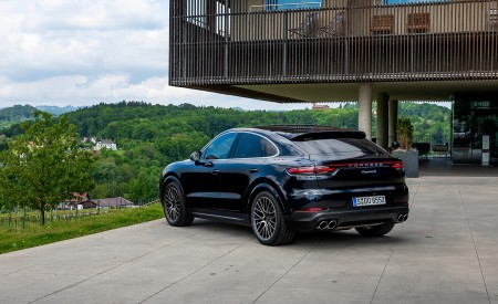 2020 Porsche Cayenne S Coupé (Color: Moonlight Blue Metallic) Rear Three-Quarter Wallpapers 450x275 (66)