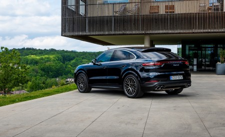 2020 Porsche Cayenne S Coupé (Color: Moonlight Blue Metallic) Rear Three-Quarter Wallpapers 450x275 (67)