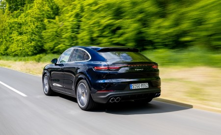 2020 Porsche Cayenne S Coupé (Color: Moonlight Blue Metallic) Rear Three-Quarter Wallpapers 450x275 (68)