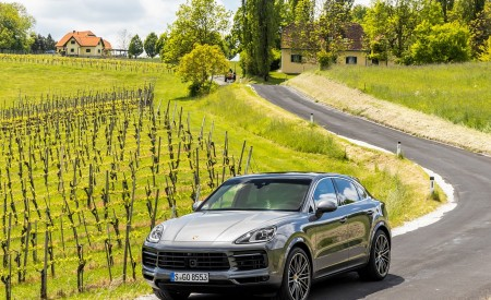 2020 Porsche Cayenne S Coupé (Color: Quarzite Grey Metallic) Front Three-Quarter Wallpapers 450x275 (15)