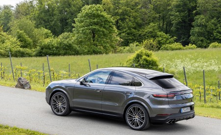 2020 Porsche Cayenne S Coupé (Color: Quarzite Grey Metallic) Rear Three-Quarter Wallpapers 450x275 (17)