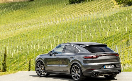 2020 Porsche Cayenne S Coupé (Color: Quarzite Grey Metallic) Rear Three-Quarter Wallpapers 450x275 (18)