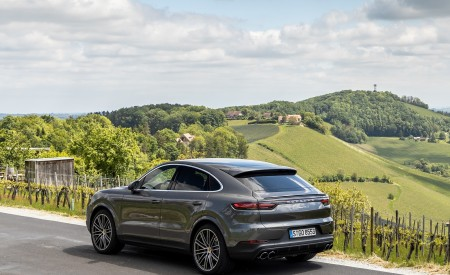 2020 Porsche Cayenne S Coupé (Color: Quarzite Grey Metallic) Rear Three-Quarter Wallpapers 450x275 (19)
