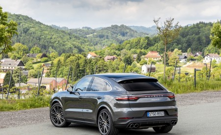 2020 Porsche Cayenne S Coupé (Color: Quarzite Grey Metallic) Rear Three-Quarter Wallpapers 450x275 (20)