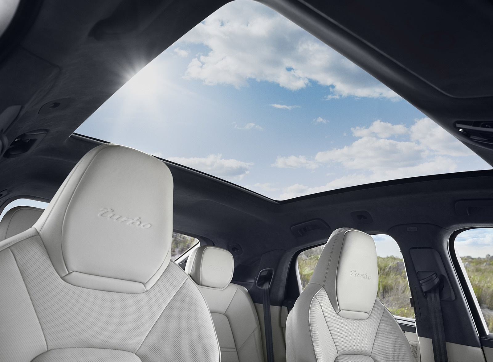 2020 Porsche Cayenne Turbo Coupe Panoramic Roof Wallpaper (13)