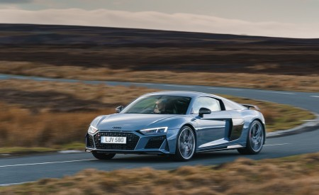 2019 Audi R8 V10 Coupe Performance quattro (UK-Spec) Front Three-Quarter Wallpaper 450x275 (105)