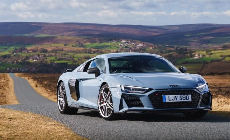 2019 Audi R8 V10 Coupe Performance quattro (UK-Spec) Front Three-Quarter Wallpaper 450x275 (130)