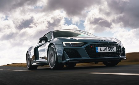 2019 Audi R8 V10 Coupe Performance quattro (UK-Spec) Front Three-Quarter Wallpaper 450x275 (82)