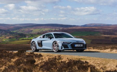 2019 Audi R8 V10 Coupe Performance quattro (UK-Spec) Front Three-Quarter Wallpaper 450x275 (132)