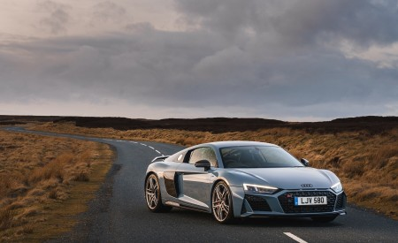 2019 Audi R8 V10 Coupe Performance quattro (UK-Spec) Front Three-Quarter Wallpaper 450x275 (133)