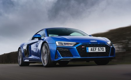 2019 Audi R8 V10 Coupe quattro (UK-Spec) Front Three-Quarter Wallpaper 450x275 (27)