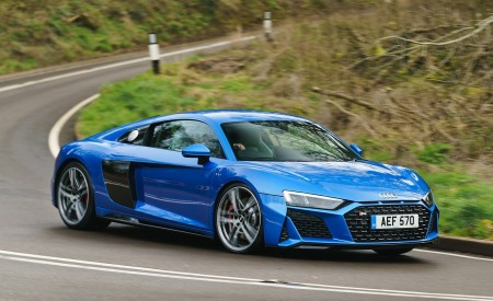 2019 Audi R8 V10 Coupe quattro (UK-Spec) Front Three-Quarter Wallpaper 450x275 (7)