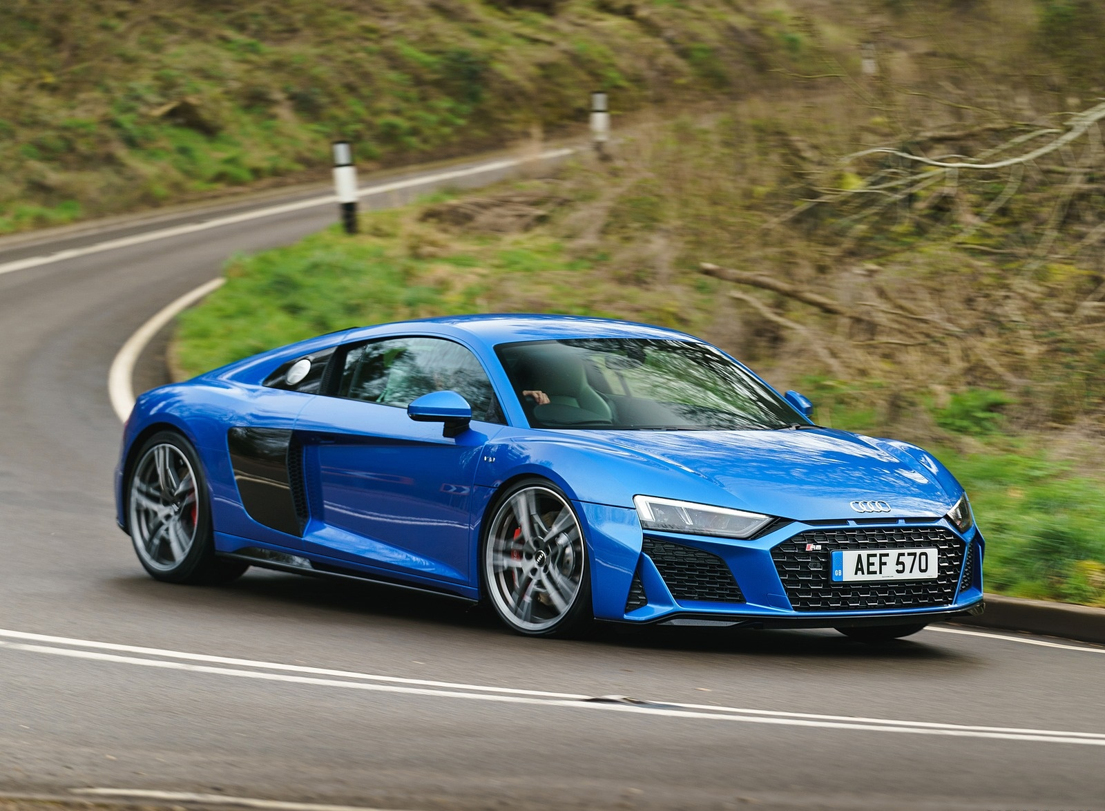 2019 Audi R8 V10 Coupe quattro (UK-Spec) Front Three-Quarter Wallpaper (7)