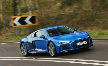 2019 Audi R8 V10 Coupe quattro (UK-Spec) Front Three-Quarter Wallpaper 450x275 (2)