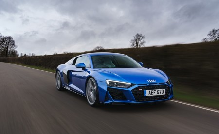 2019 Audi R8 V10 Coupe quattro (UK-Spec) Front Three-Quarter Wallpaper 450x275 (28)