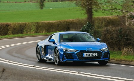 2019 Audi R8 V10 Coupe quattro (UK-Spec) Front Three-Quarter Wallpaper 450x275 (8)