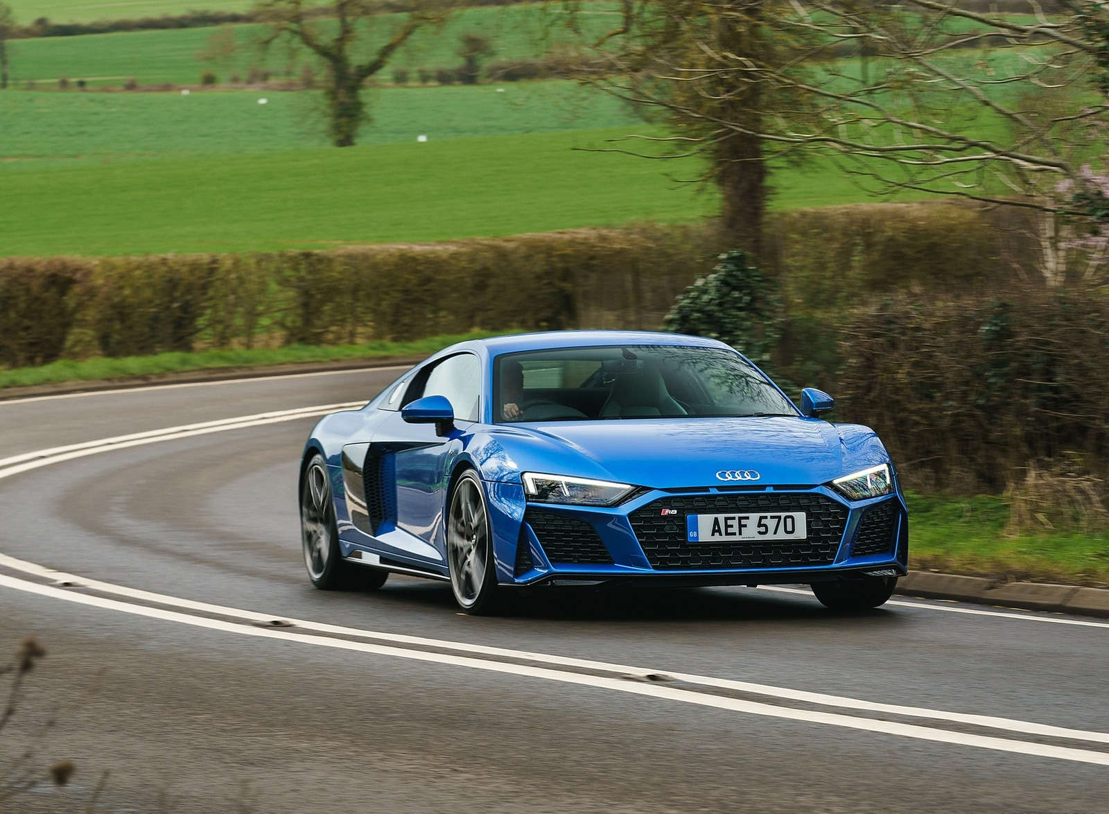 2019 Audi R8 V10 Coupe quattro (UK-Spec) Front Three-Quarter Wallpaper (8)