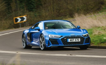 2019 Audi R8 V10 Coupe quattro (UK-Spec) Front Three-Quarter Wallpaper 450x275 (3)
