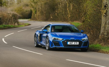 2019 Audi R8 V10 Coupe quattro (UK-Spec) Front Three-Quarter Wallpaper 450x275 (15)
