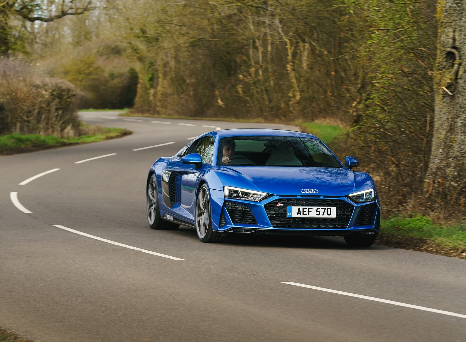 2019 Audi R8 V10 Coupe quattro (UK-Spec) Front Three-Quarter Wallpaper (15)
