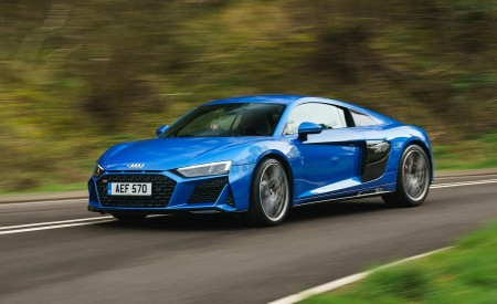 2019 Audi R8 V10 Coupe quattro (UK-Spec) Front Three-Quarter Wallpaper 450x275 (9)